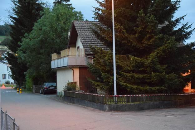Das Einfamilienhaus am Schulweg in Sarmenstorf aus anderer Perspektive - es befindet sich nahe der Schule.