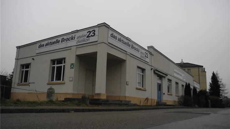 Soll zum Begegnungsort der Kulturschaffenden werden: das leerstehende Atelier 23 hinter dem Dietiker Bahnhof.
