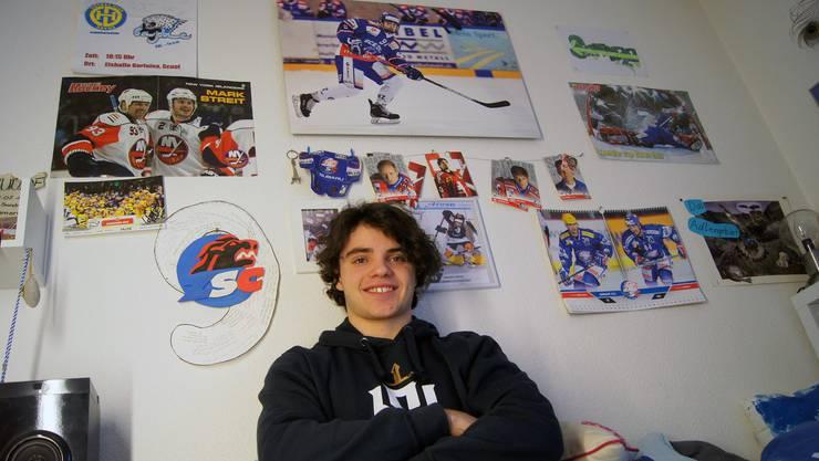 Zwischen Sandro Kosters Vorbildern hängt auch ein Poster von ihm aus der vergangenen Saison an der Wand (Mitte oben).
