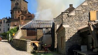 Voller Einsatz der Feuerwehrleute verhinderte den Brand des Schlosses.