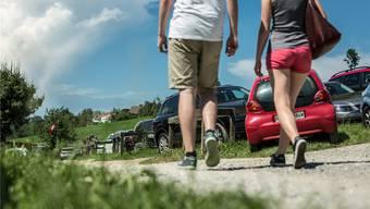 An sonnigen Tagen sind die Parkplätze am Hallwilersee – hier bei der «Seerose» in Meisterschwanden – regelmässig überfüllt.