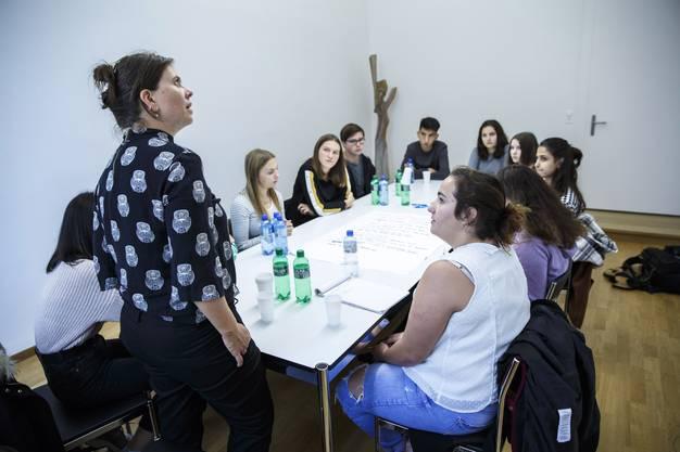 Die Jugendlichen arbeiten in den Themengruppen mit Kantonsräten zusammen