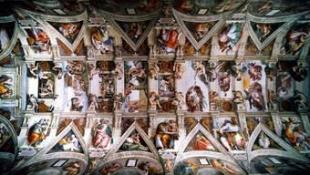 Blick auf das gigantische Deckenfresko von Michelangelo in der Sixtinischen Kapelle (Archiv)