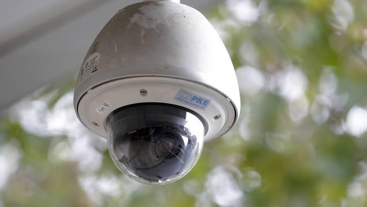 Die Stadtpolizei Zürich hatte nach den heftigen Ausschreitungen am diesjährigen Osterwochenende Überwachungskameras an der Seepromenade installiert. (Symbolbild)
