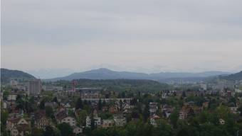 Bei guter Sicht liegt Wettingen am Fuss der Glarner Alpen.