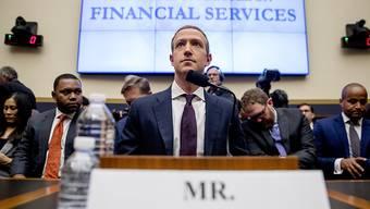 Facebook-Chef Mark Zuckerberg bekräftigte im US-Kongress, dass die Währung Libra nur mit der Zustimmung der US-Behörden an den Start gehen wird.