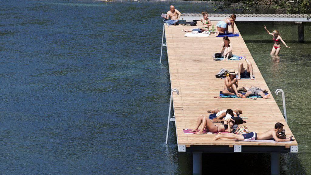 """Im Kanton Genf dürfen Frauen ab diesem Sommer auch """"oben ohne"""" schwimmen, ohne eine Busse befürchten zu müssen. (Archivbild)"""