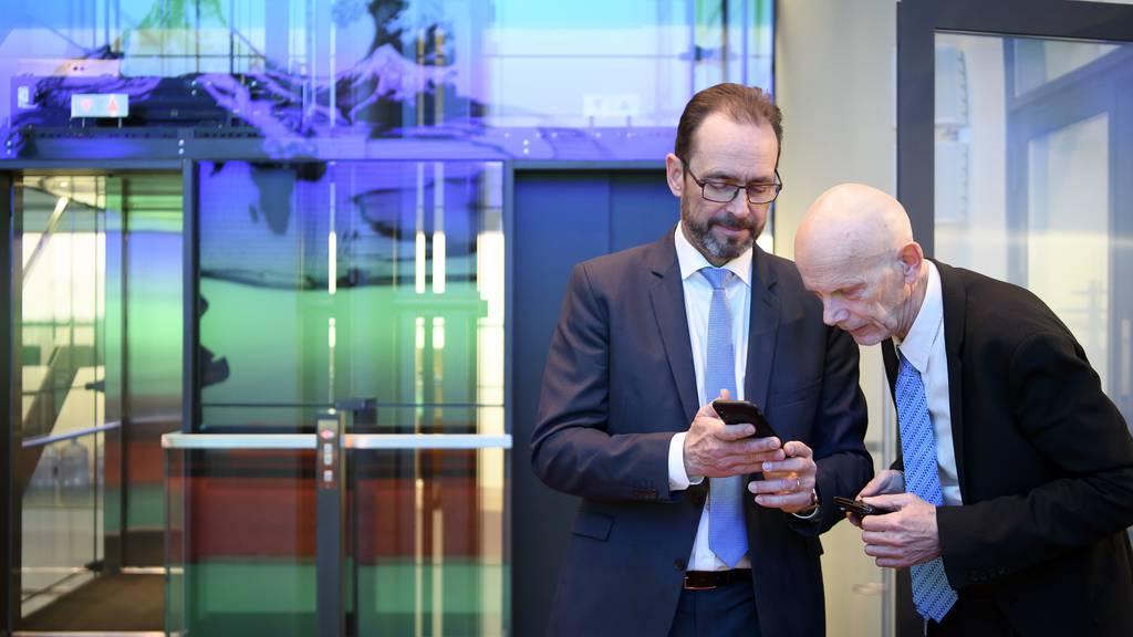 BAG-Chef Pascal Strupler und Daniel Koch, der Leiter Abteilung übertragbare Krankheiten, an einem Medientermin in Bern.