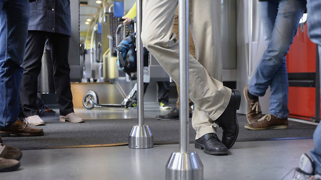 Zuger fahren deutlich mehr Bus und Zug