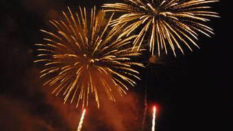 Das Feuerwerk an der Badenfahrt 2007. Heute Abend am Stadtfest werden die Raketen erstmals vom Sportplatz Aue abgefeuert.