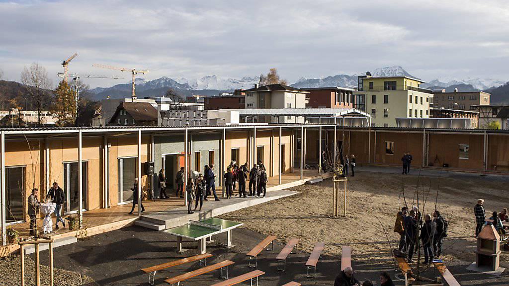 In den ersten neun Monaten dieses Jahres haben in der Schweiz so wenige Menschen um Asyl ersucht wie seit 2010 nicht mehr. (Themenbild)