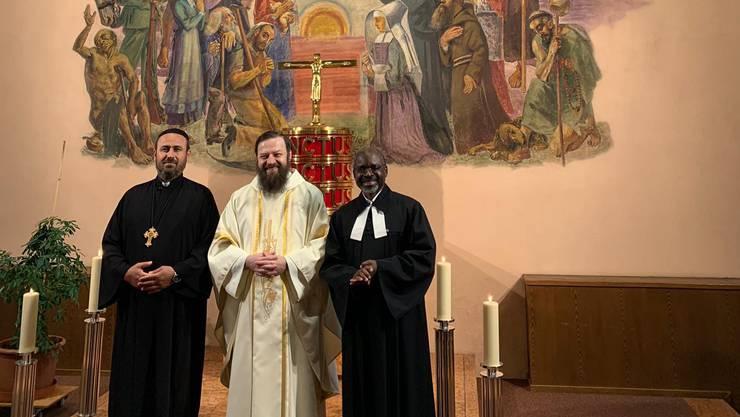 Pater Adam Serafin (Mitte) an einem ökumenischen Gottesdienst.