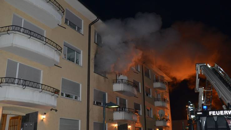 Bei einem Wohnungsbrand am Kronenweg in Binningen wurden drei Personen verletzt.