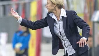 Martina Voss-Tecklenburg gibt Anweisungen.