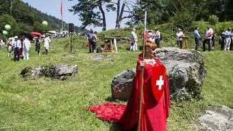 Aufgepeppte folkloristische Darbietungen und ein weltmeisterlicher Armbrustschuss: die diesjährige Bundesfeier auf dem Rütli.