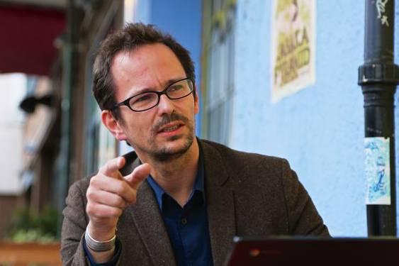 Laut Balthasar Glättli, Grünen Nationalrat, gefährde der Entscheid des Bundesrats die Neutralität der Schweiz.