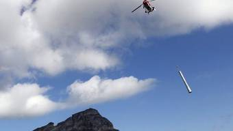 Helikopter transportierte bis zu vier Tonnen schwere Elemente