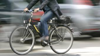 Die Polizei Baselland sucht Zeugen, im Speziellen den erwähnten Fahrradlenker, welche Angaben zum Unfallhergang machen können. (Symbolbild)