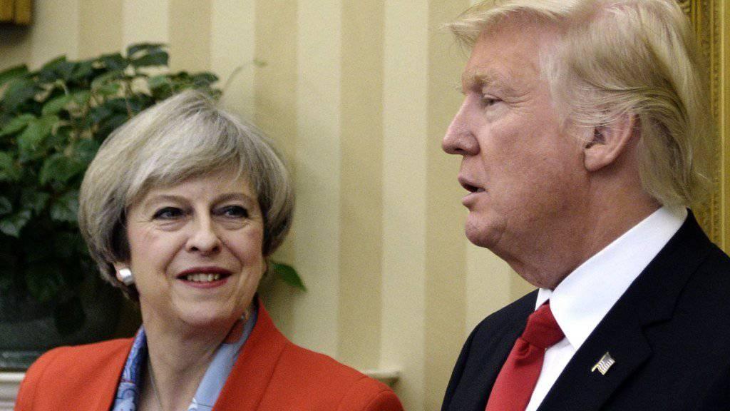 Theresa May und Donald Trump wollen gegen die Spionagetätigkeit Russlands in den USA und Grossbritannien vereint vorgehen. (Archivbild)