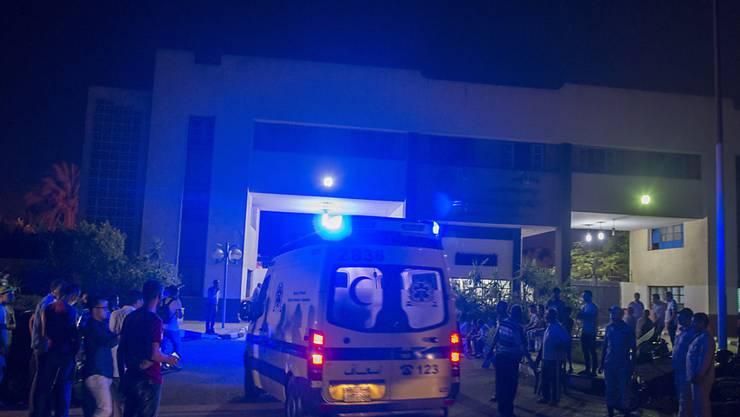 In der Nähe des Flughafens von Kairo hat sich in der Nacht auf Freitag eine Explosion ereignet - zwölf Personen wurden in Spitäler gebracht.