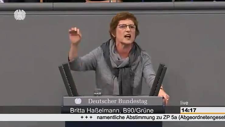 Grünen-Politikerin Britta Hasselmann bei ihrer emotionalen Rede im deutschen Bundestag.