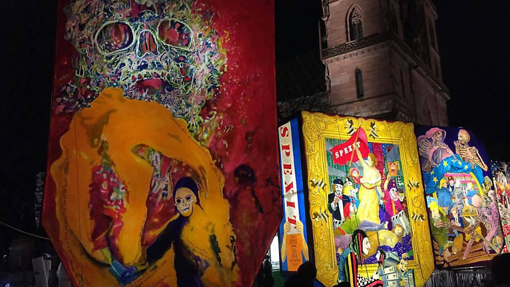 Ein vergängliches Museum für sehr zeitgenössische Kunst: Die Fasnachtslaternen-Ausstellung auf dem Basler Münsterplatz ist jeweils nur zwei Nächte und ein Tag offen.