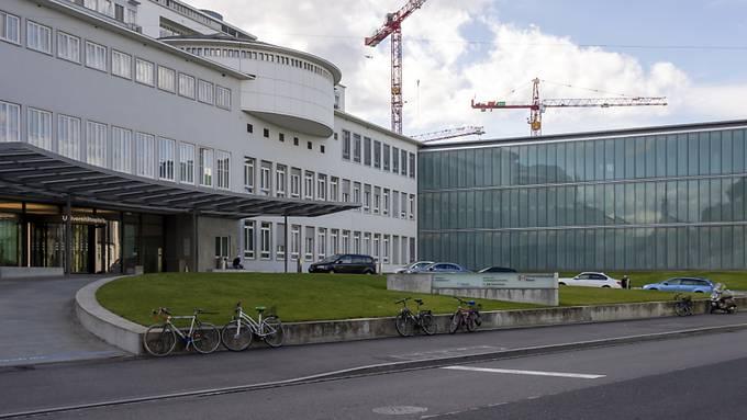 Ab dem kommenden Wochenende hat das Coronavirus-Testcenter des Universitätsspitals Basel wieder an sieben Tagen pro Woche geöffnet. (Archivbild)