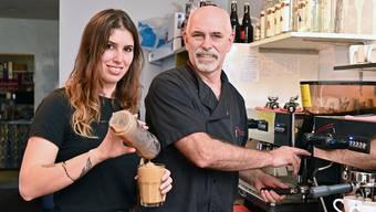 Jasmin Ledermann hat ihren Vater zum veganen Kochen gebracht. Mittlerweile gibt es in der Braui auch veganen Eiskaffee.