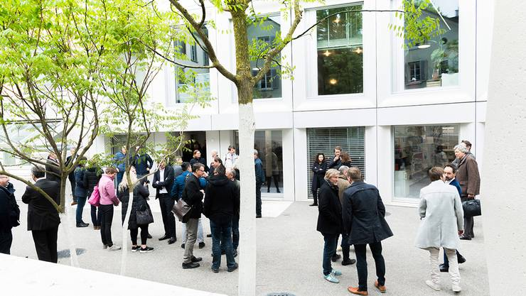 Am Montag wurde der Erweiterungsbau für die Institute für Betriebswirtschaftslehre und Banking and Finance der Universität Zürich feierlich eingeweiht.