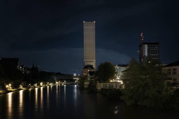 Der Swissmill Turm erntet aufgrund seiner Kahlheit viel Kritik aus den Reihen der Stadtbewohner.