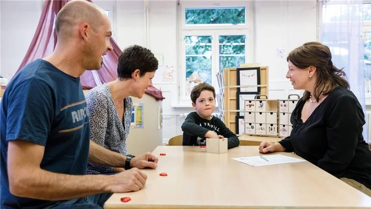 Kein Zeugnis mit Noten mehr: Im Standortgespräch bekommt das Kind eine Plattform, um zu zeigen, was es gelernt hat.
