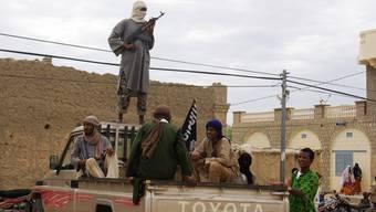 Stellungen und Konvois der malischen Rebellen der Gruppe Ansar Dime werden seit Freitag von der französischen Luftwaffe bombardiert.Key