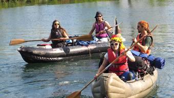 Die vier Greenpeace-Leute erreichten gestern in ihren Kanus dieRegion Aarau. Bruno Kissling