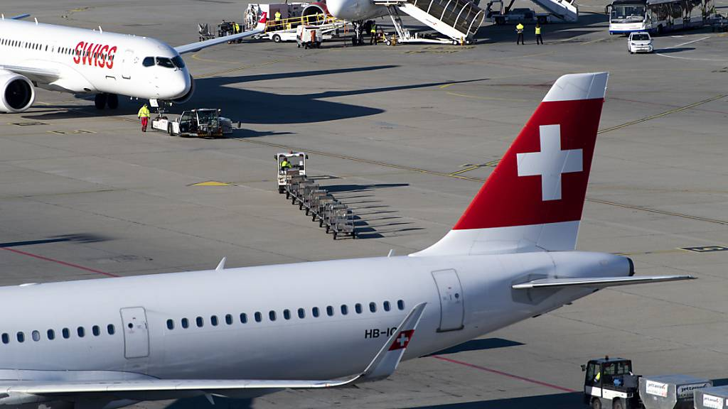 Der amerikanische Einreisestopp für Menschen aus Europa beschäftigt auch die Swiss und ihren Mutterkonzern Lufthansa. Die Folgen werden derzeit analysiert. (Archiv)