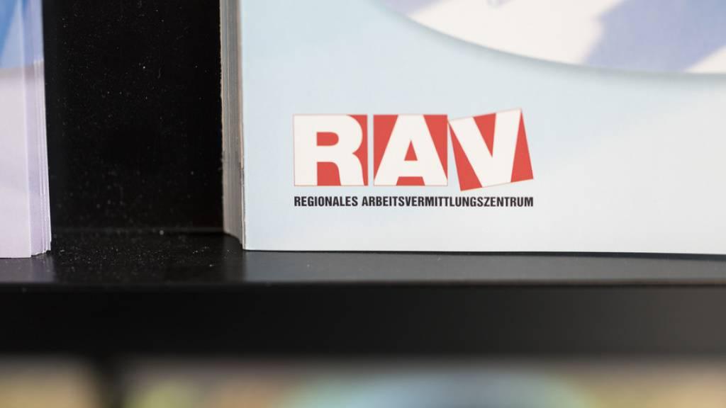Logo eines Regionalen Arbeitsvermittlungszentrums RAV - das Referendum gegen die Überbrückungsrente für ausgesteuerte Arbeitslose über 60 ist gescheitert. (Symbolbild)