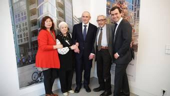 Chodorkowski trifft seine Familie in Berlin beim Museum am Checkpoint Charlie.