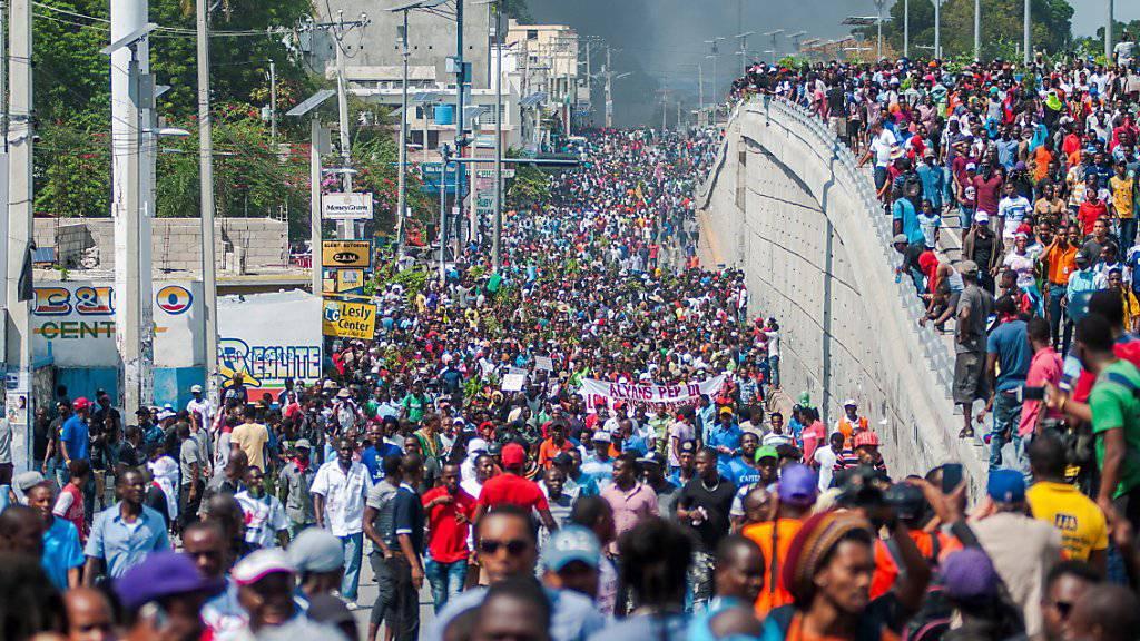 Tausende protestieren gegen Regierung in Haiti