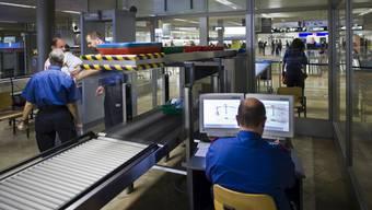 Seit Jahresbeginn hat die Kantonspolizei am Flughafen Zürich bereits über 600 Kilogramm Drogen sichergestellt. (Symbolbild)