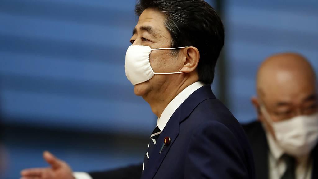 Japans Premierminister Shinzo Abe stellt ein neues Konjunkturprogramm für sein Land vor, um besser aus der Coronavirus-Krise zu kommen.