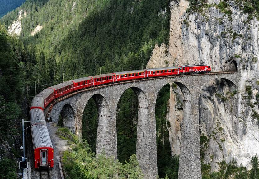 65 Meter hoch und 136 lang: Das Landwasser Viadukt der RHB. (Bild: Keystone/Urs Bucher)