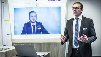 Christoph Wille stellt das neue und einzigartige Konzept der Valiant-Filiale in Brugg vor. Es ist eine Kombination aus digitalen und physischen Dienstleistungen. Chris Iseli