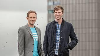 Mit ihrer App wollen die Gründer Christian-Grossmann (CEO, links) und Flavio Pfaffhauser (CTO, rechts) Firmenkommunikation vereinfachen.