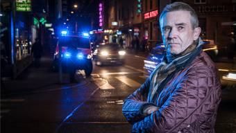 Viktor Dammann (69) auf der Arbeit: Der ehemalige «Blick»-Reporter steht auf der Zürcher Langstrasse.