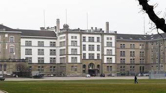 542 Personen waren zur Kantonspolizei in der Polizeikaserne überführt worden.