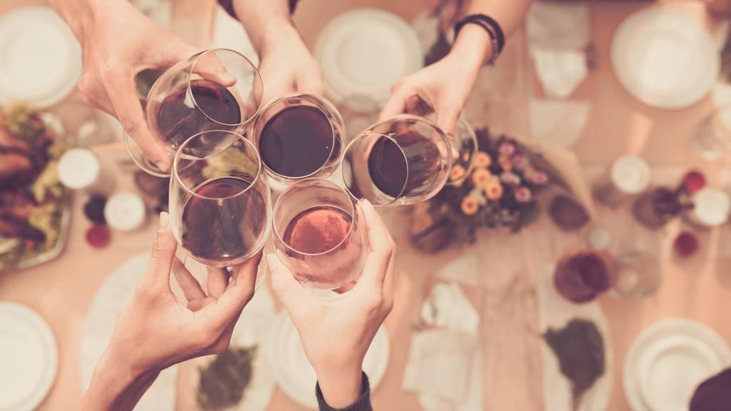 Schweizerinnen und Schweizer lieben Wein. (Symbolbild)
