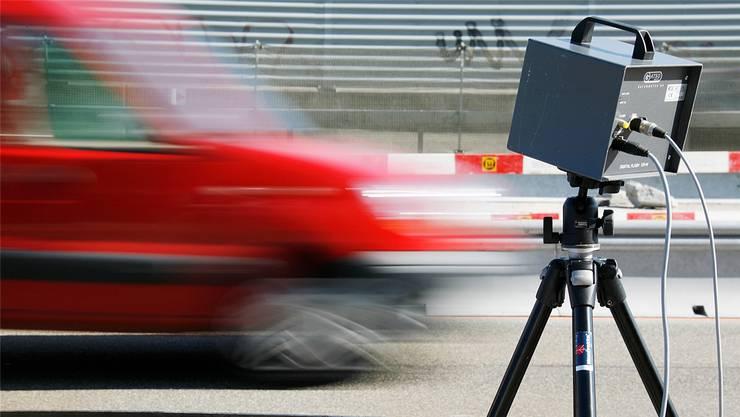 Ein 18-Jähriger wurde mit 164 km/h gemessen. (Symbolbild)
