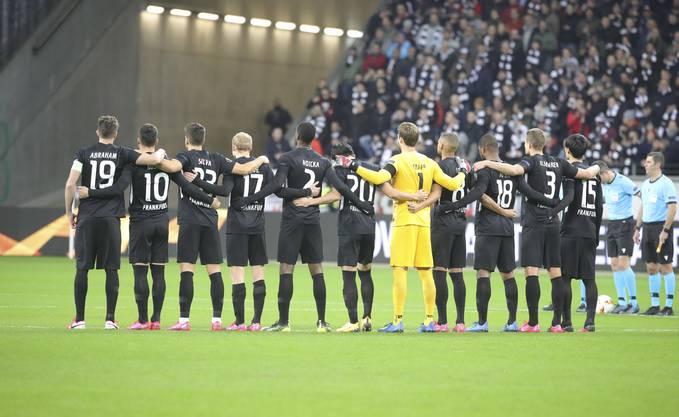 Vor dem Europa-League-Spiel zwischen Eintracht Frankfurt und Salzburg wurde am Donnerstag eine Schweigeminute abgehalten.
