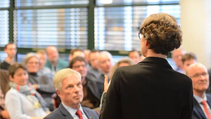 FDP-Grossrätin Sabina Freiermuth bei ihrer Ansprache: «Das Bildungsdepartement verheddert sich in Widersprüchen.»