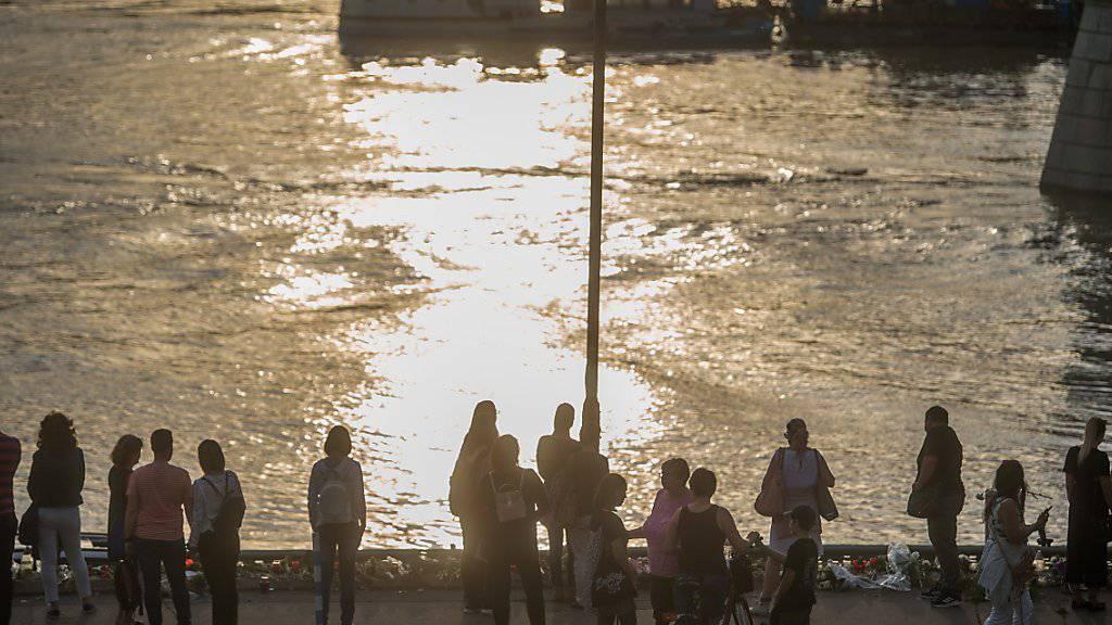 Gedenken an die Opfer des Schifffahrtsunglücks in Budapest.