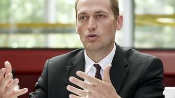 Hugh Quennec schiesst zusammen mit Peter Gall und Mike Gillis 1,2 Millionen  für die dringendsten Forderungen bei Genève-Servette ein